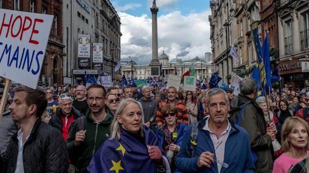 Con đường Anh ly hôn EU lại gặp đá tảng