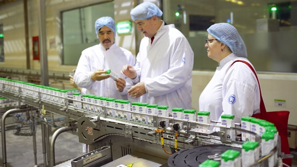Bộ Nông nghiệp Hoa Kỳ thăm 'siêu nhà máy' sữa của Vinamilk