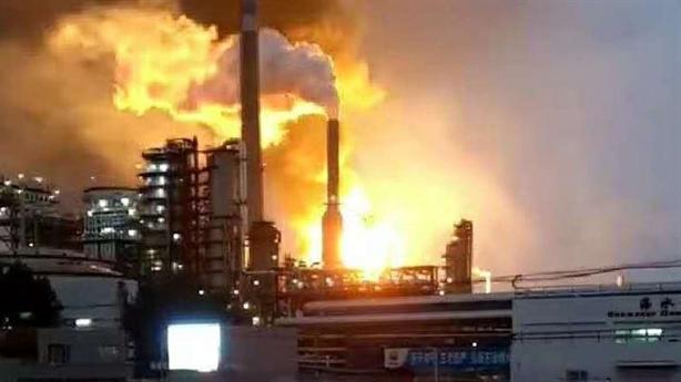 Nhà máy dầu Iran nổ lớn: Đòn thù từ Saudi?