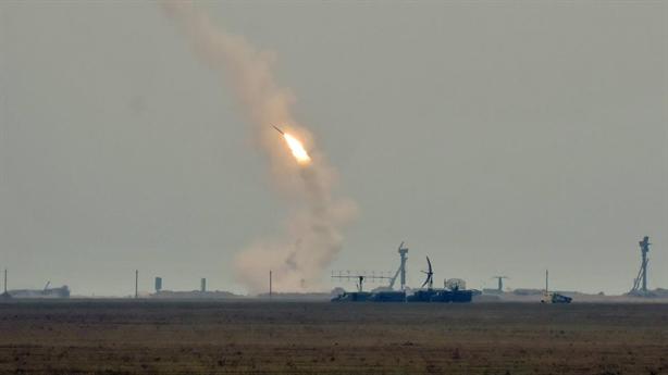 Ukraine bất ngờ phóng S-300 sát nách Crimea