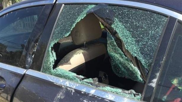 Xe Mercedes bỏ bên đường với vết máu: Chủ lên nhận