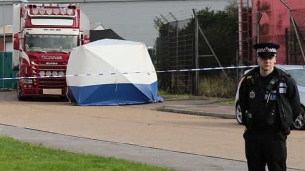 39 người chết trong container: Xót xa, phẫn nộ