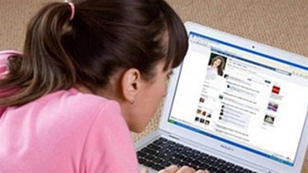 Vợ sống ảo, suốt ngày khoe khoang trên facebook
