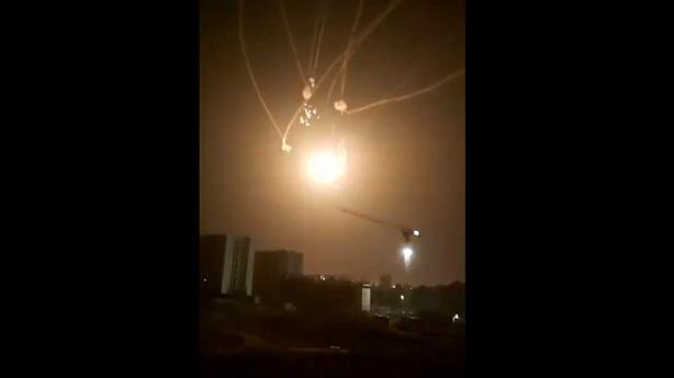 Video hiếm Iron Dome đánh chặn loạt tên lửa từ Gaza
