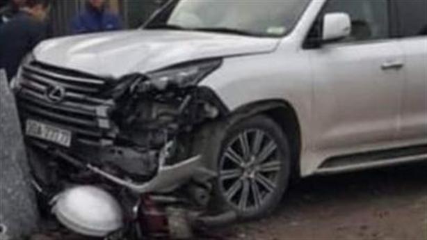 Xe Lexus biển ngũ quý 7 đâm phụ nữ tử vong