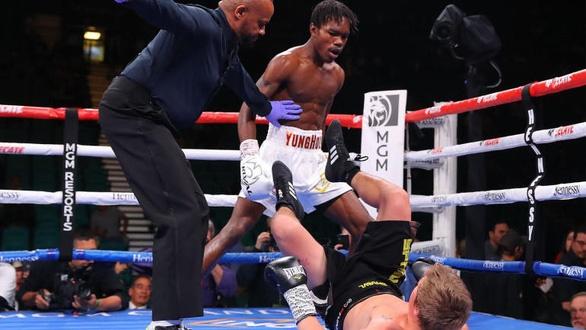 Võ sĩ trẻ hạ knock-out đối thủ chóng vánh