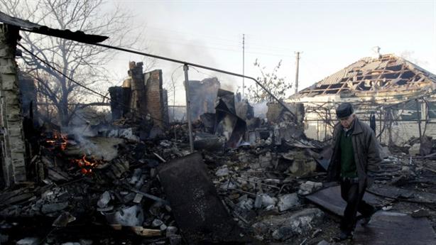 Ukraine 'hạ giá' Donbass, đòi Nga bồi thường