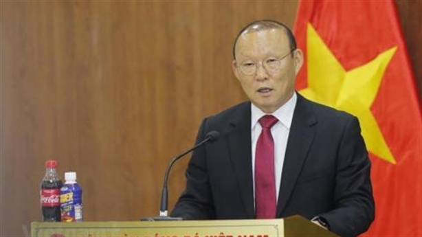 Hình bóng bầu Đức trong ngày ông Park ký hợp đồng mới