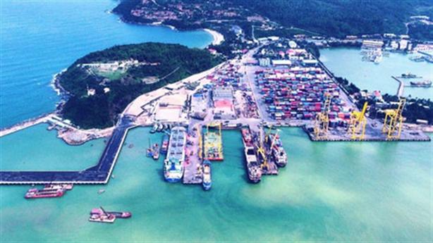 Đầu tư cảng Liên Chiểu hay mở rộng cảng Tiên Sa?