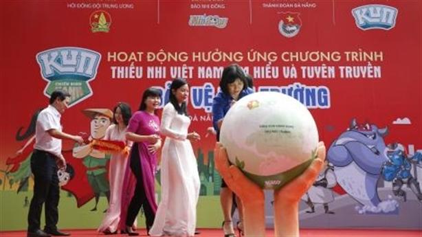 Học sinh Khánh Hòa với 'Rô bốt dọn rác trên đầm hồ'