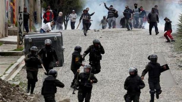 Tổng thống Bolivia xin tị nạn, căng thẳng dâng cao