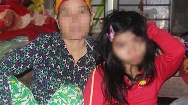 Tố cán bộ hại đời cô gái bại liệt: Lời kể sốc