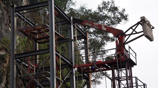 Lắp thang máy lên đỉnh núi: Lo phá vỡ cảnh quan