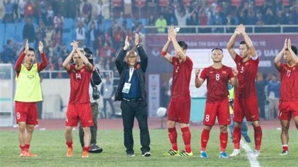 Treo thưởng bóng đá kiểu Việt Nam: Băn khoăn!