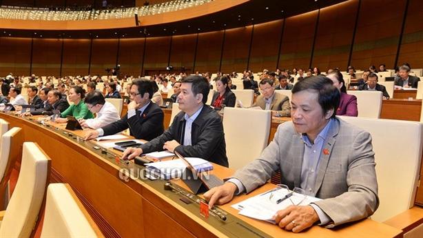 Quốc hội đồng ý tăng tuổi hưu, thêm 1 ngày nghỉ