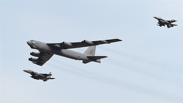 B-52H đổi hướng bay