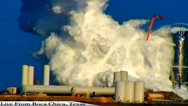 Tên lửa phát nổ khi thử, SpaceX chữa ngượng