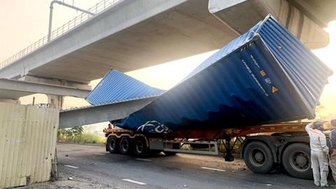 Container đâm sập dầm cầu: Lộ sai phạm lớn