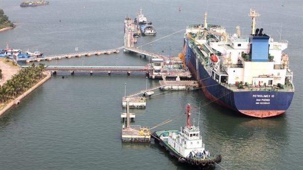 Việt Nam giảm mạnh nhập khẩu xăng dầu từ nhiều thị trường
