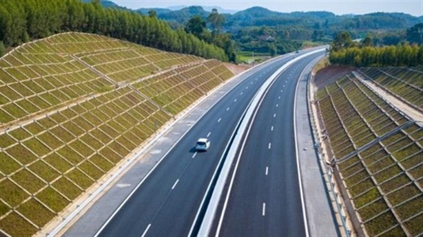 32 nhà thầu dự tuyển cao tốc Bắc-Nam: Tránh 'đi nhiều chân'