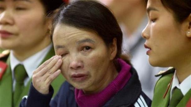 Mẹ nữ sinh giao gà xin ân huệ trong ngày xét xử
