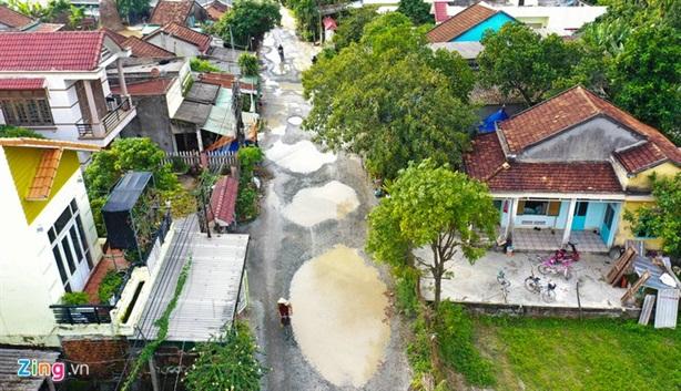 Đòi nhà thầu Trung Quốc sửa 7 tuyến đường cho dân