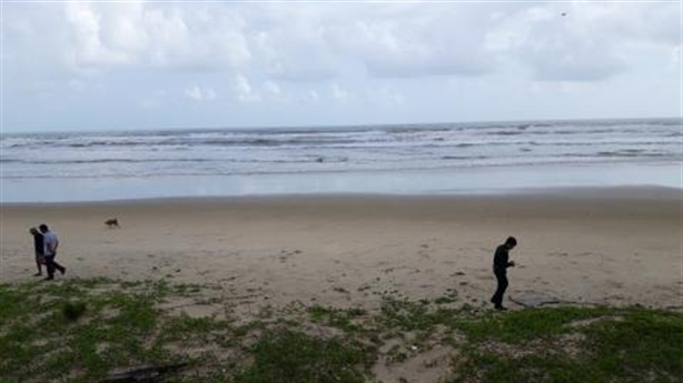 Ma túy khủng tại bãi biển: Nghi thuốc nổ ném xem thử