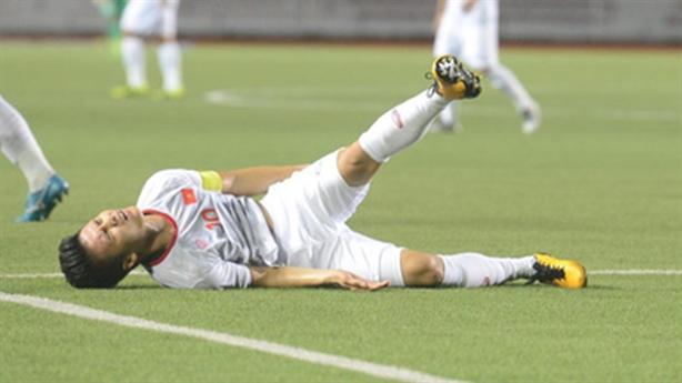 Chưa thể kết luận chấn thương của tiền vệ Quang Hải