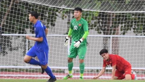 Việt Nam vào bán kết trong cơn đau đầu của ông Park
