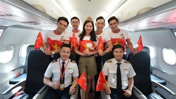 Vietjet thưởng một năm bay miễn phí cho đội bóng nữ VN