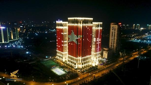 Những tòa nhà Hà Nội rực sáng mừng Việt Nam vô địch