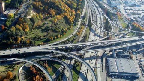 Mỹ thiếu vốn làm hạ tầng, Trung Quốc liền 'cà khịa'