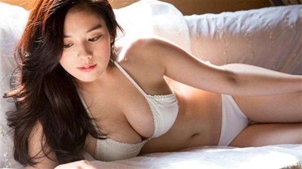 Người đẹp Nhật gợi cảm lấn át cả Maria Ozawa