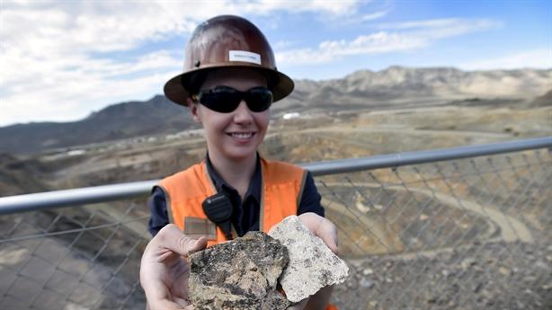 Lầu Năm Góc bỏ tiền đào đất hiếm thương mại