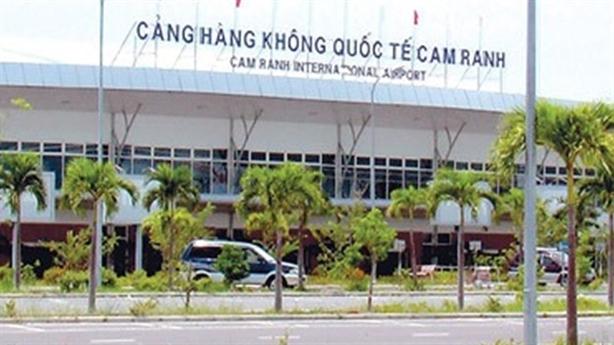 Jonathan Hạnh Nguyễn lại muốn tăng giá phục vụ khách bay vì...