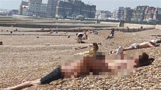 Bố phát hiện con bị dâm ô trên bờ kè bãi biển