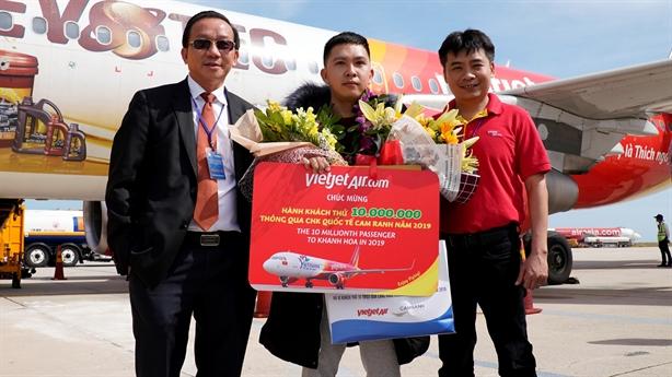 Vietjet cùng Khánh Hòa chào đón vị khách thứ 10 triệu