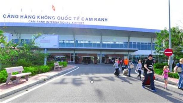 Tăng phí dịch vụ sân bay Cam Ranh: Tránh hệ lụy BOT