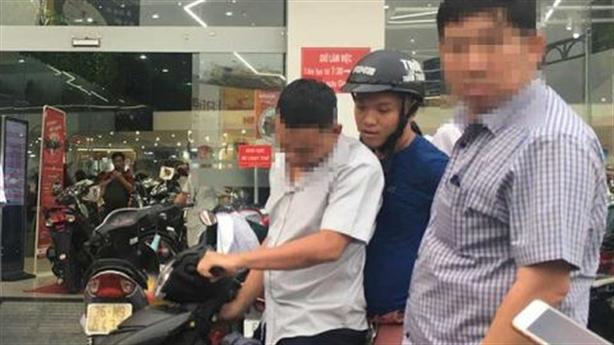 Thiếu úy cưỡng đoạt tài sản sinh viên bị bắt
