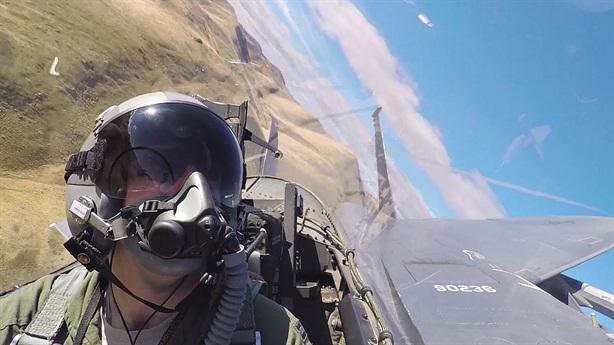 Báo Mỹ: Khó biết F-15 hay Su-57 mạnh hơn