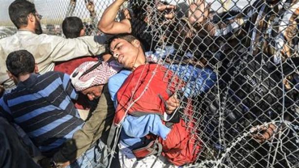 Thổ chìa 'kim bài tị nạn', cười nhẹ trừng phạt Mỹ
