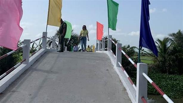 Khánh thành nhịp cầu nối đôi bờ sông Lá ở Hậu Giang