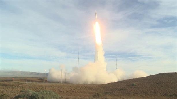 Phá vỡ cân bằng: Sự nguy hiểm tên lửa tầm trung Mỹ