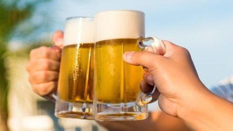 Cấm rủ người khác đi uống rượu bia: Vợ kiện bạn chồng?