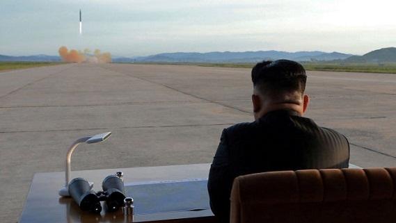Mỹ chờ quà giáng sinh Triều Tiên: Bình hoa hay tên lửa?