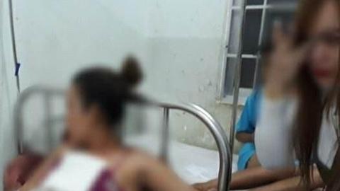 Chồng hắt nước sôi vào mặt vợ: Vợ làm đơn định dọa