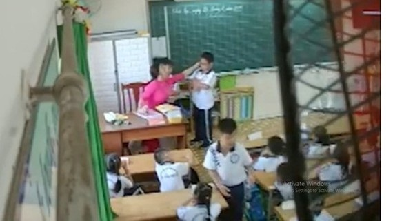 Giáo viên bạo hành học sinh: Vì đâu nên nỗi?