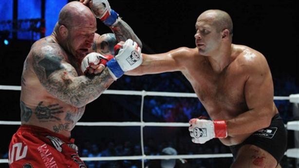 Võ sĩ Nga hạ knock-out nhà vô địch Mỹ