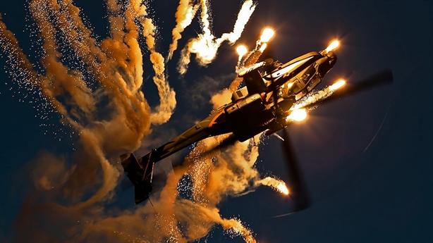 Apache Mỹ phóng mồi bẫy thoát thân khi bị Hezbollah tấn công