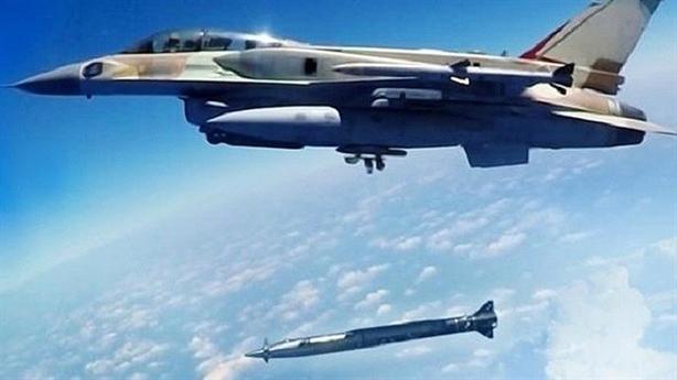 Israel tấn công 54 mục tiêu tại Syria